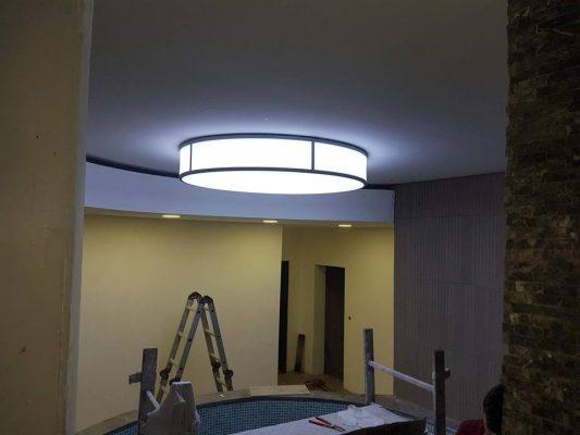 bjk, beşiktaş nevzat demir tesisleri futbolcuların yüzme havuz bölümündeki mini yuvarlak havuz gergi tavan (barrisol) aydınlatma, havuz dekorasyonu uygulamamız